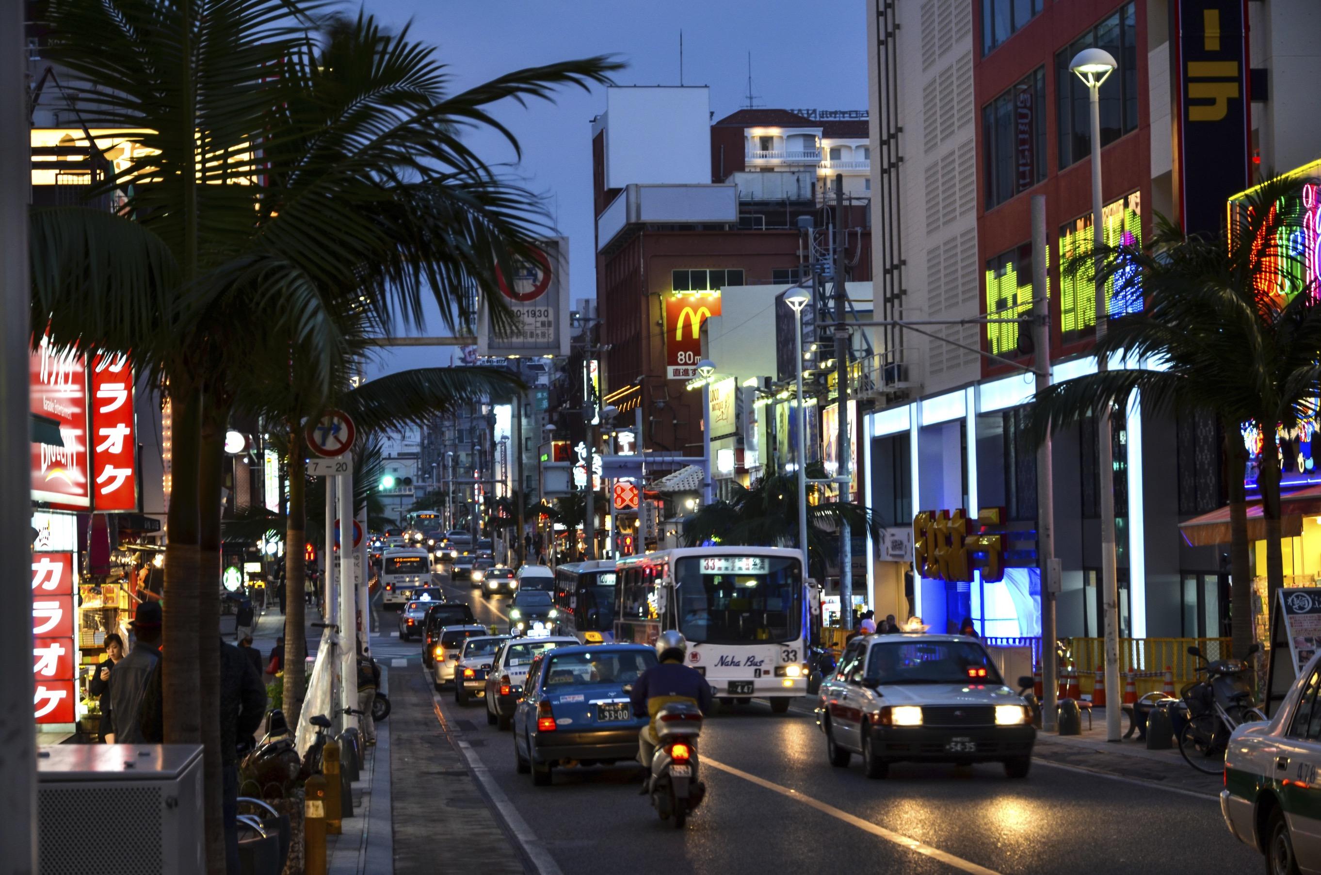 Kokusai dori international street gaijinpot travel for Quirky shopping sites